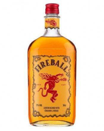 Flasche des nach Zimt schmeckenden Fireball Cinnamon Whisky Likör