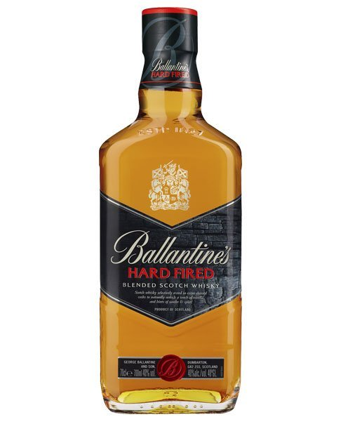 Scotch Whisky mit intensiven Aromen aus geröstetem Holz: Ballantine's Hard Fired